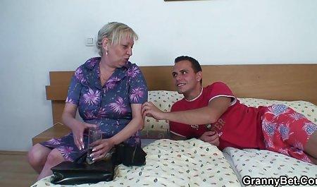 분홍색 비키니는 재미있는 손가락 우크라이나어 포르노와 엄마